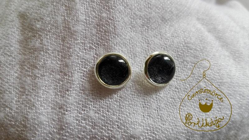 Cserszömörce Portékája - Szikrázó színek fülbevaló - fekete, ezüst foglalatban